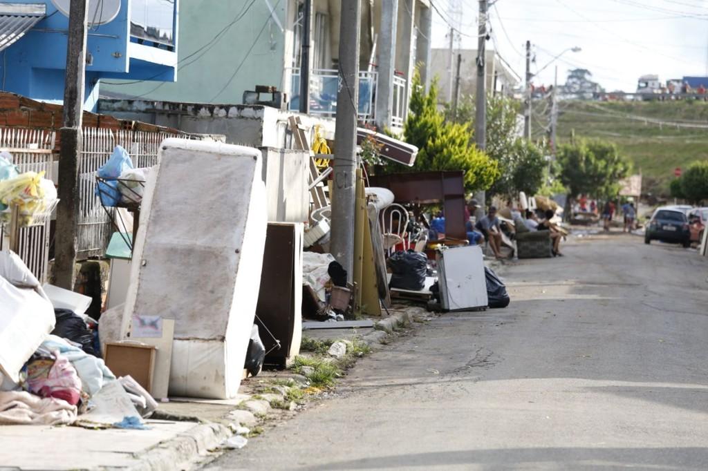 Metalúrgicos vão doar parte do salário para ajudar famílias afetadas pela chuva em Curitiba